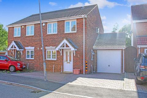 2 bedroom semi-detached house for sale - Roxwell Crescent, Wickford, SS12 9RL