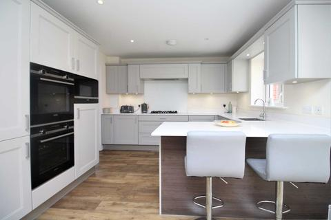 4 bedroom detached house for sale - Running Well, Runwell