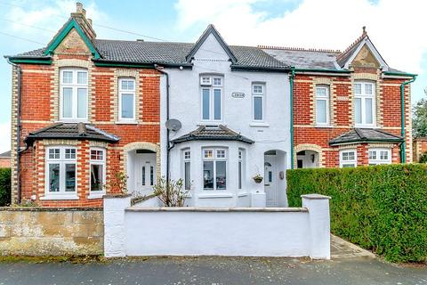 3 bedroom terraced house for sale - Highclere Road, Knaphill, Woking, GU21