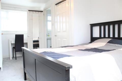 1 bedroom house share to rent - Western Avenue , Dagenham RM10