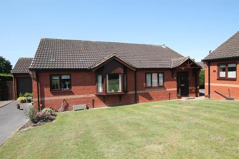 2 bedroom bungalow for sale - Goldieslie Close, Sutton Coldfield, B73 5PS
