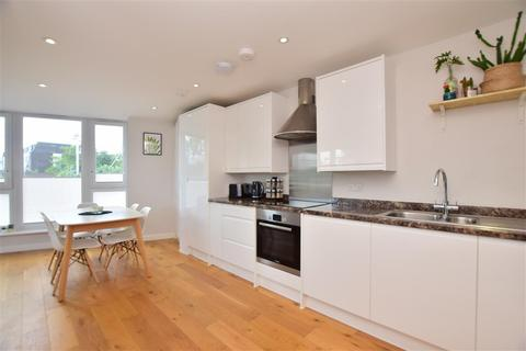 2 bedroom apartment for sale - Station Avenue, Wickford, Essex