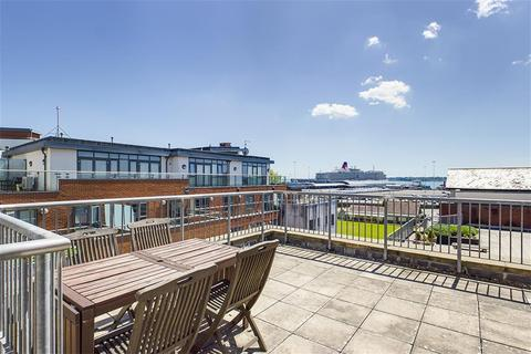 2 bedroom apartment to rent - City Court, Lower Canal Walk, Southampton, Hampshire, SO14 3HL