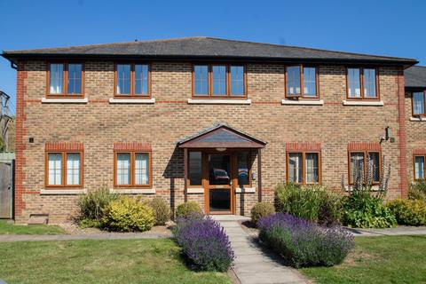 2 bedroom flat for sale - Howards Court, Stanwell New Road, Staines-Upon-Thames, TW18