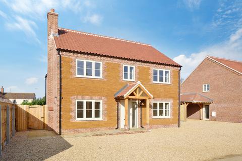 4 bedroom detached house for sale - Low Road, Roydon