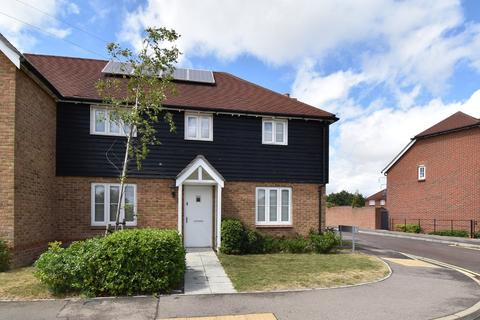 3 bedroom semi-detached house for sale - The Burrows, Ashford