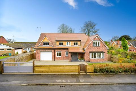 5 bedroom detached house for sale - Woodcote Drive, Dorridge