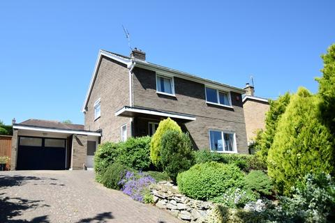 3 bedroom detached house for sale - Stepney Drive, Scarborough