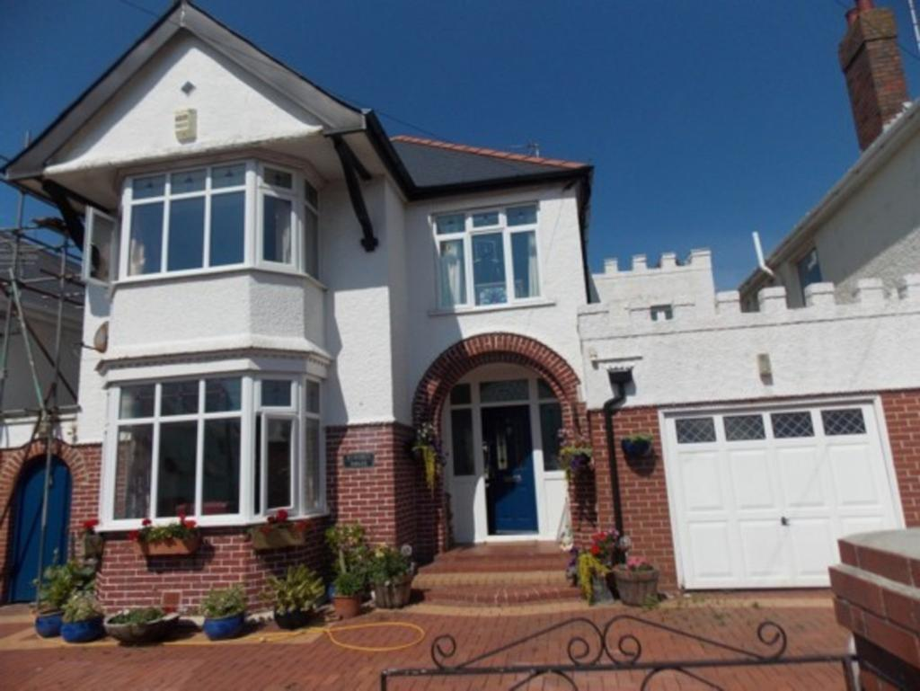 4 Bedrooms Detached House for sale in WINDSOR ROAD, PORTHCAWL, CF36 3LR