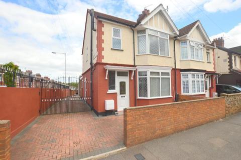 3 bedroom semi-detached house for sale - Hazelbury Crescent, Luton, Bedfordshire, LU1 1DG