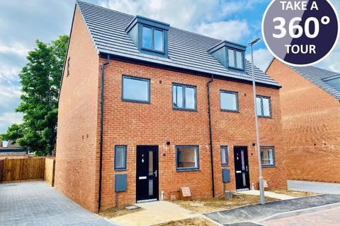 4 bedroom semi-detached house for sale - All Saints Close, Solway Road North, Luton, Beds, LU3 1TU
