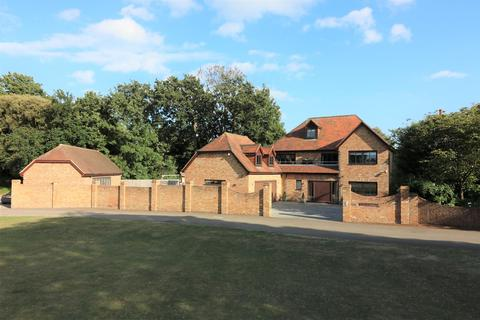 5 bedroom detached house for sale - The Cricketers, Broadstairs