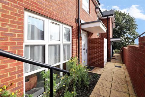 2 bedroom terraced house for sale - Morris Drive, Belvedere