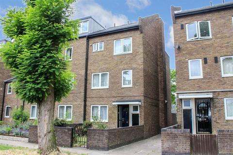 3 bedroom flat for sale - Campbell Road, London