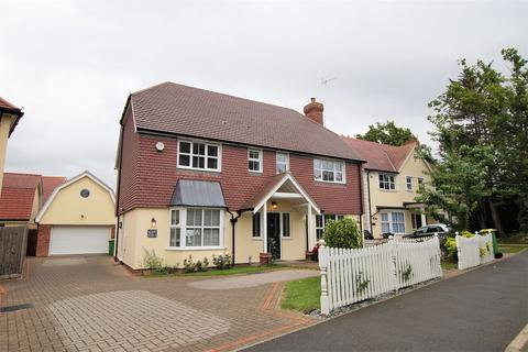 4 bedroom detached house for sale - Church Road, Hockley, SS5