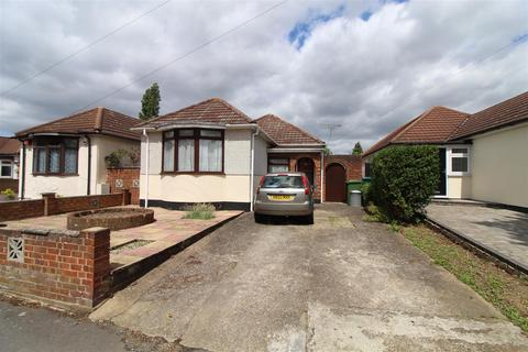 3 bedroom detached bungalow for sale - Gordon Avenue, Hornchurch