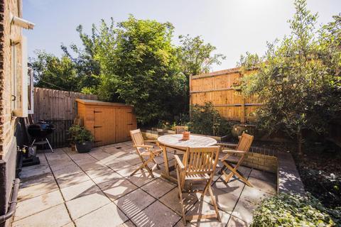 2 bedroom flat for sale - Leander Road, SW2