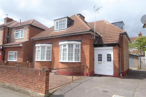 3 bedroom bungalow for sale - Sunnycroft Road, Hounslow