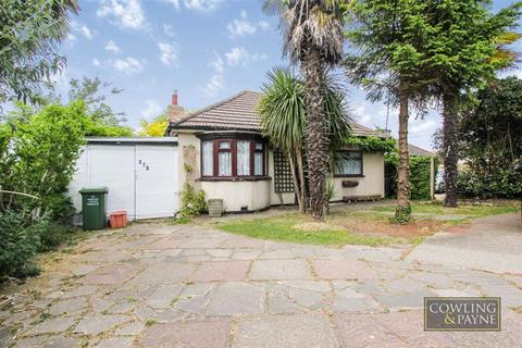 2 bedroom detached bungalow for sale - London Road, Wickford, Essex
