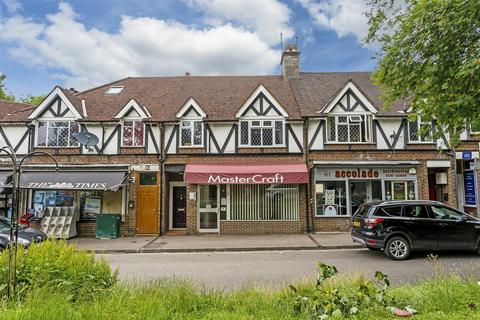 Retail property (high street) to rent - Chipstead Station Parade, Chipstead, Coulsdon
