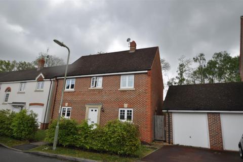 4 bedroom detached house to rent - Waleron Road, Fleet