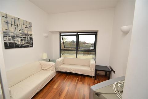 2 bedroom flat to rent - Riverside Way, Leeds