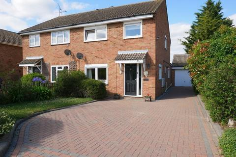 3 bedroom semi-detached house for sale - 35 Bardfield Way, Rayleigh, Essex, SS6 9HE