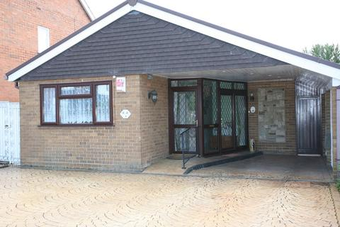 2 bedroom detached bungalow to rent - 3 Cornwall Road, Hednesford, WS12 1AW
