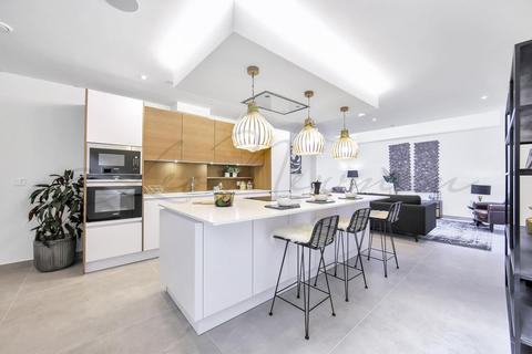 3 bedroom mews for sale - Highgate Road, Kentish Town, NW5