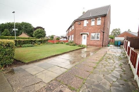 3 bedroom terraced house for sale - Lymington Drive, Manchester, M23 9HT