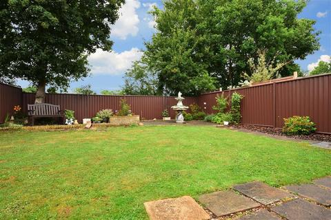 2 bedroom detached bungalow for sale - Charlotte Grove, Smallfield, Surrey