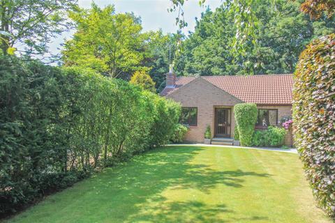 2 bedroom bungalow for sale - Beechwood Close, Markington, Harrogate, HG3 3NZ