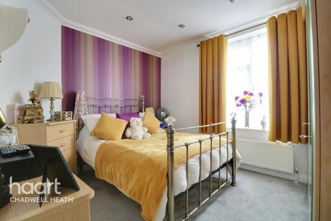 1 bedroom flat for sale - Valence Wood Road, Dagenham