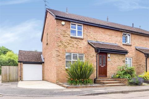 3 bedroom end of terrace house for sale - Pemberton Gardens, Calcot, Reading, Berkshire, RG31