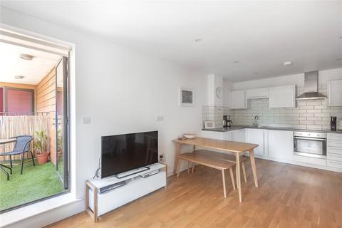 2 bedroom flat for sale - Winkfield Road, Wood Green, London, N22