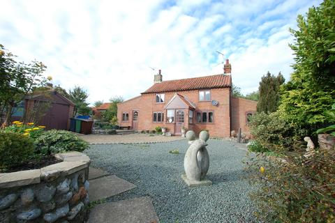 2 bedroom cottage for sale - The Street, Knapton