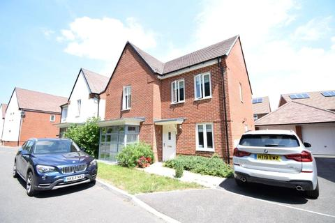 4 bedroom detached house to rent - Draper Crescent, Wokingham, Berkshire, RG40