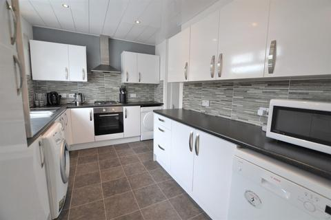 3 bedroom semi-detached house for sale - Ongar Way, Newcastle Upon Tyne, Tyne and Wear