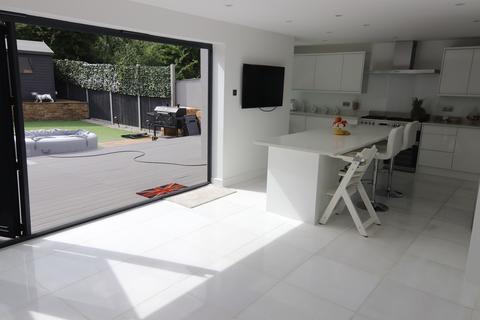 4 bedroom semi-detached bungalow for sale - Court Road, Orpington