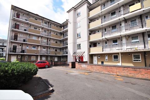 3 bedroom ground floor flat for sale - Meyrick House, London