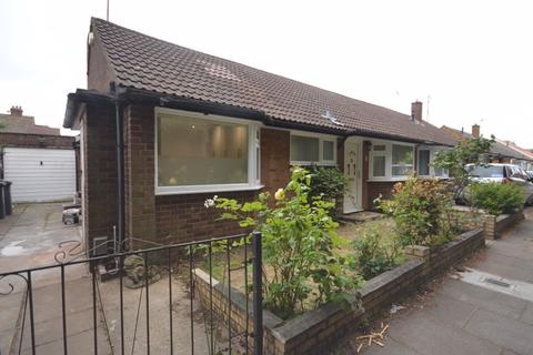 3 bedroom semi-detached bungalow to rent - Cuffley Close, Luton
