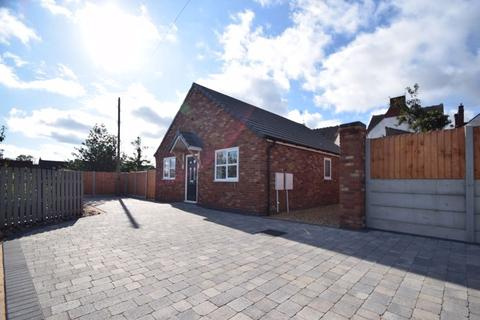 2 bedroom detached bungalow for sale - Queen Street, Cheslyn Hay, Staffordshire