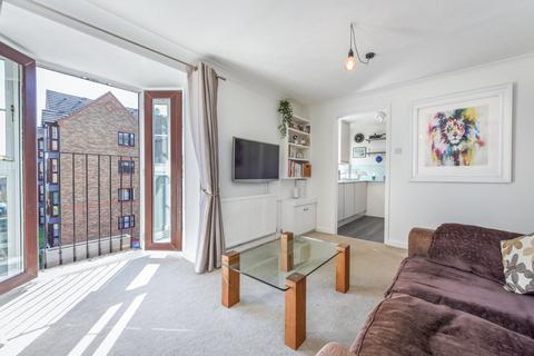1 bedroom flat - Wellington Way, London E3