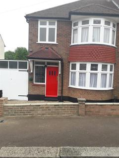 3 bedroom semi-detached house for sale - Hillborough Road, Luton