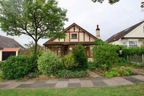 3 bedroom detached bungalow for sale - Blenheim Crescent, Leigh-On-Sea