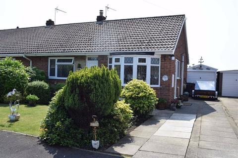 2 bedroom semi-detached bungalow for sale - Hollycroft, Barmston, East Yorkshire, YO25