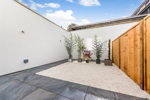 3 bedroom house to rent - Willow Mews, W12