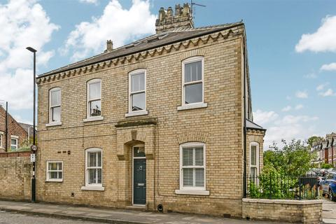 3 bedroom end of terrace house for sale - Scarcroft Road, York