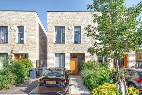 3 bedroom semi-detached house for sale - Barnwell Close, Edgware, HA8