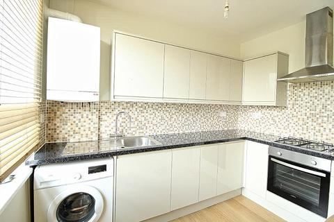 2 bedroom flat to rent - Orchard House, Eastwood Close, South Woodford, London, E18 1BX